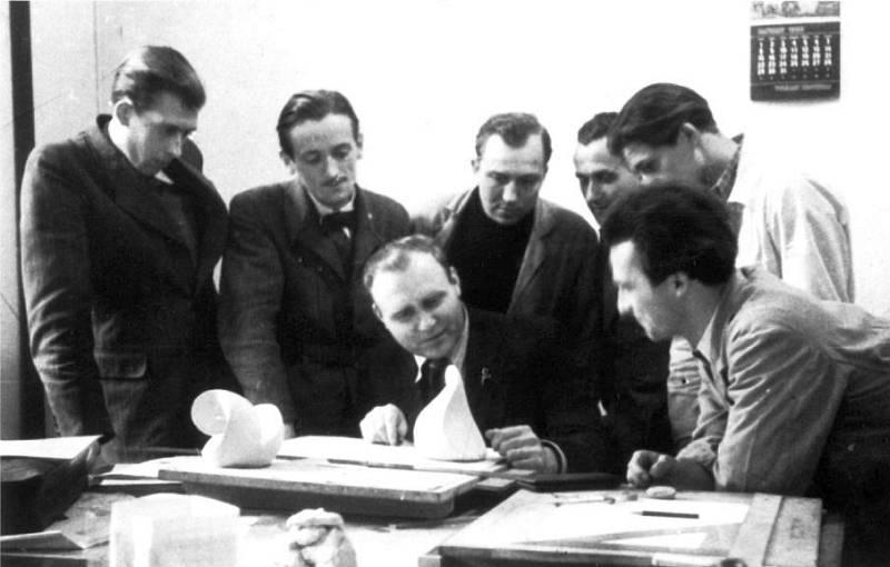 folkwangschule-erstes-semester-1949-gestaltlehre-koerper-schlagheck-design-archiv-800w