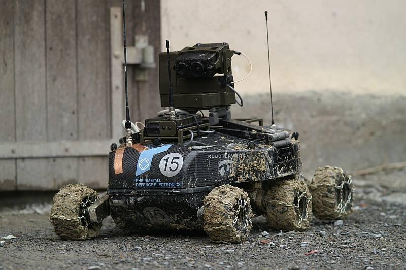robotik-robotic-foxbot-rheinmetall-defence-roboterwerk-schlagheck-design